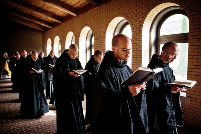 Католицькі монахи